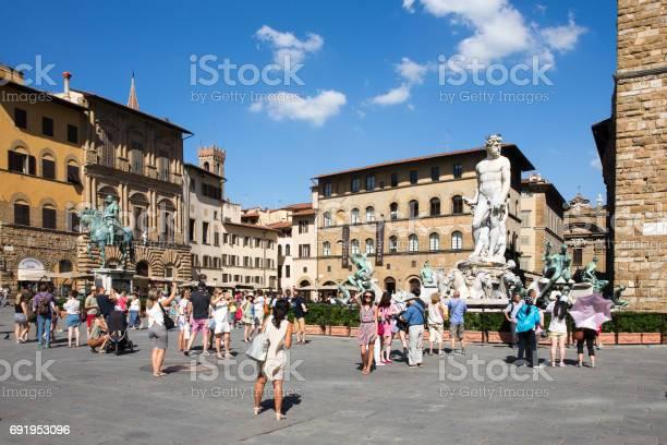 Piazza della signoria in florence italy picture id691953096?b=1&k=6&m=691953096&s=612x612&h=0 4riv0y wmizejhd8925yl8a4hmnbfioed12y730do=