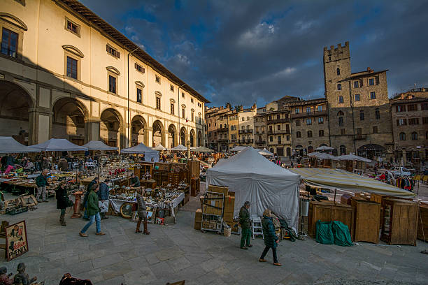 Piazza Grande Arezzo piazza grande Arezzo fiera dell antiquariato piazza grande stock pictures, royalty-free photos & images