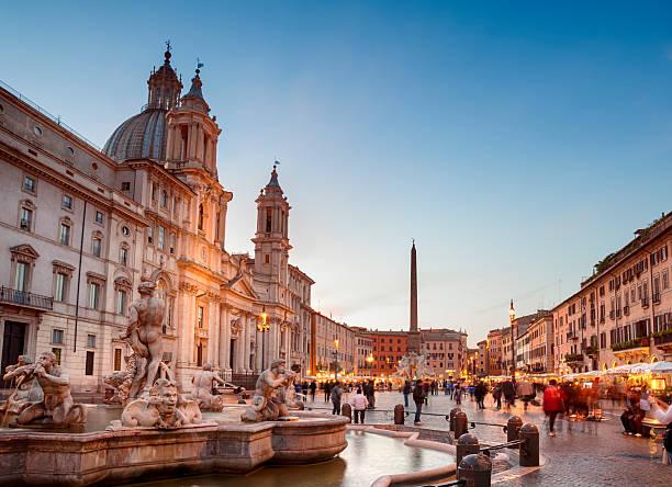 piazza navona, rom-italien - städtetrip stock-fotos und bilder