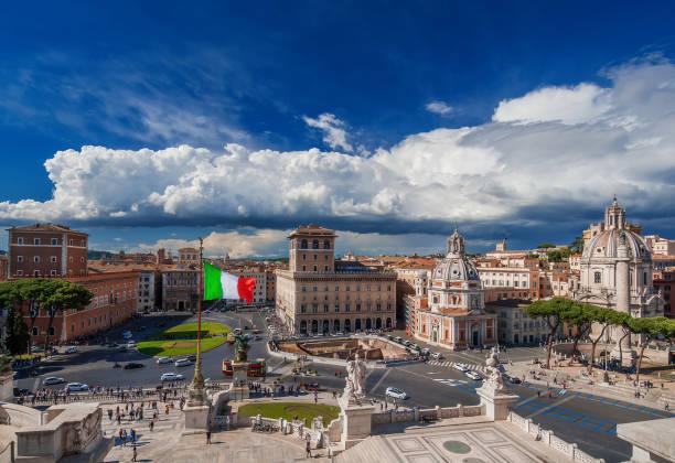 piazza venezia in rome with italian flag - rome road central view foto e immagini stock