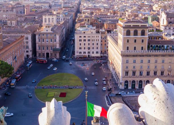 piazza venezia, rome, italy - rome road central view foto e immagini stock