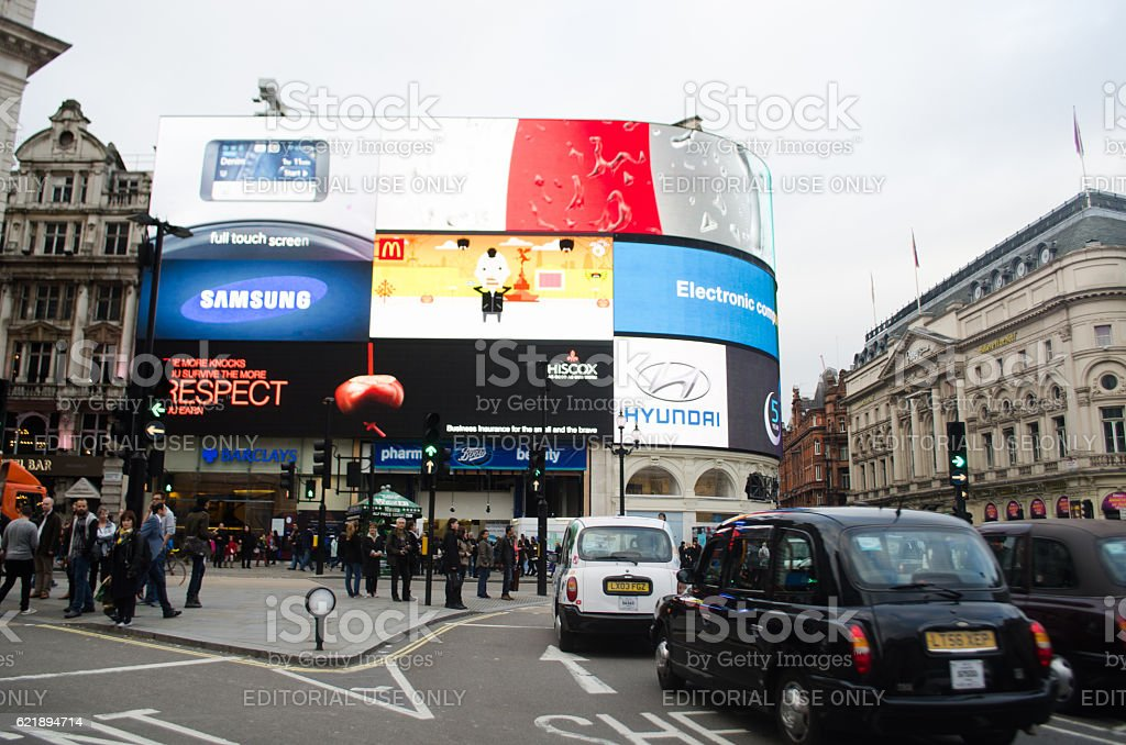 Bars Near Piccadilly Circus >> Piccadilly Circus Stock Photo Download Image Now Istock
