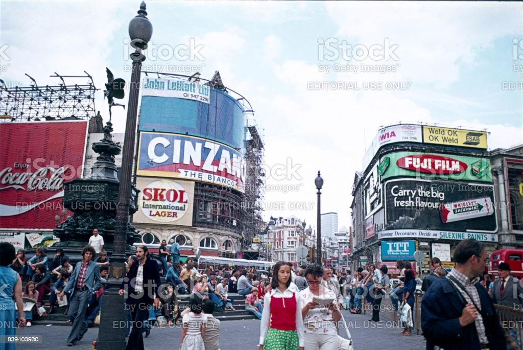 Piccadilly Circus VIII., Londres, 1976 - foto de stock