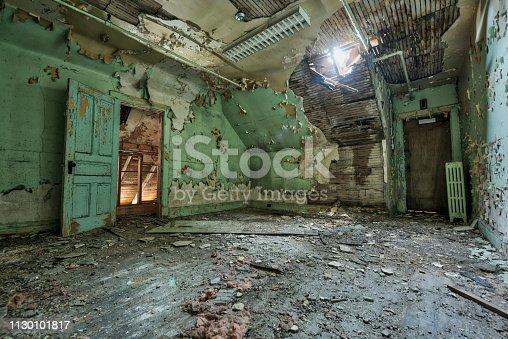 Pièce vide d'un hôpital abandonné