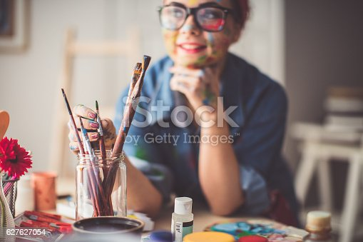 istock Pick up paintbrush 627627054