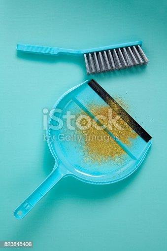 istock Picking Up Glitter 823845406