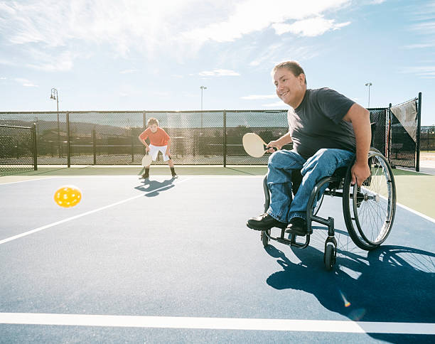 pickleball joueurs - sports en fauteuil roulant photos et images de collection