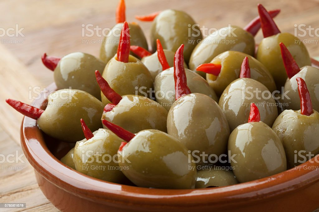 Pickled olives stuffed with red pepper - foto de stock
