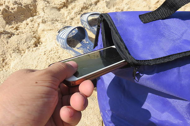Pickpocket en la playa - foto de stock