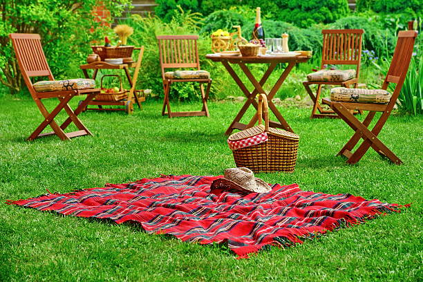 picnic blanket with hat and basket. party or picnic concept - gästekorb stock-fotos und bilder
