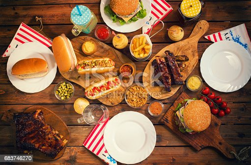534317162 istock photo Picnic Table to Celebrate 4th of July 683746270