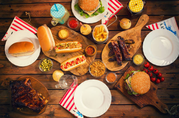 picknicktafel te vieren van de 4th of july - rib voedsel stockfoto's en -beelden