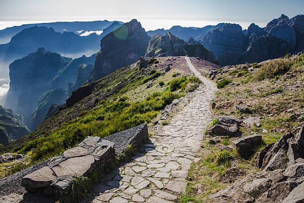 pico de arieiro, hiking trail - funchal madeira imagens e fotografias de stock