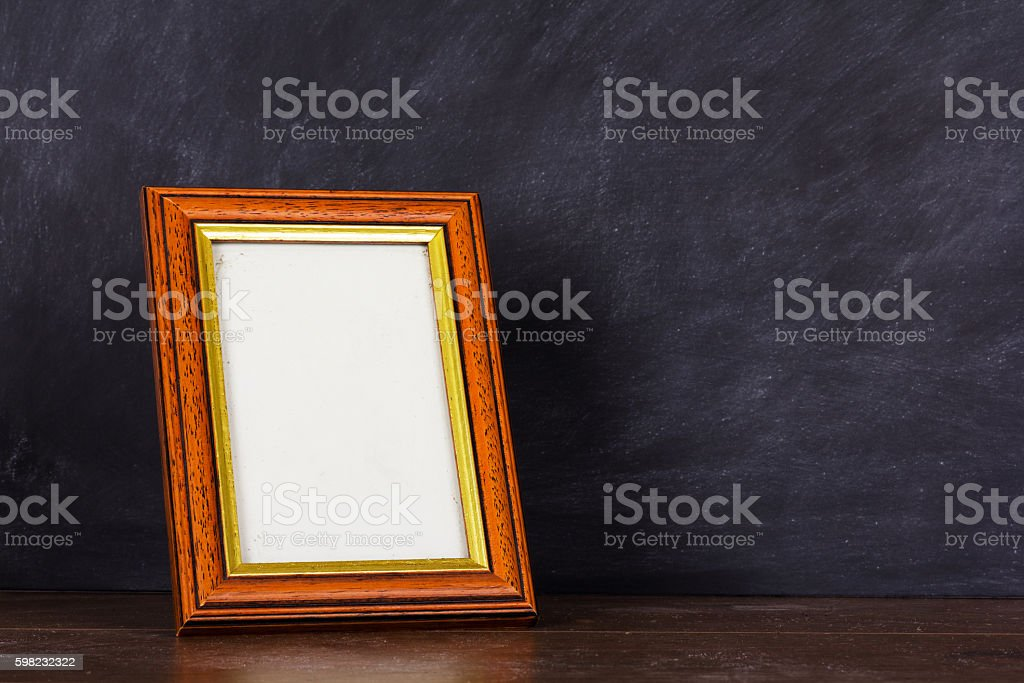 Picture frame against a dirty blackboard background foto royalty-free