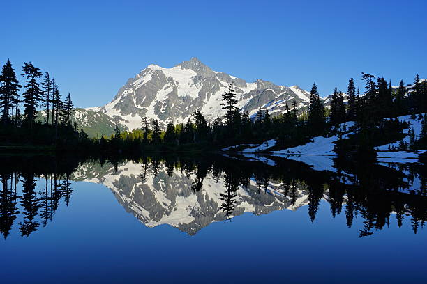 Lago Picture espelho - foto de acervo