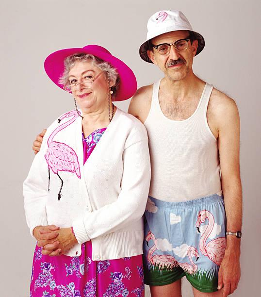 flamingo paar - flippige outfits stock-fotos und bilder