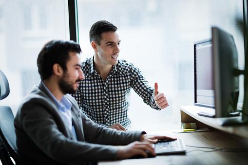 사무실에서 함께 일 하는 사업 사람들의 그림 건축가에 대한 스톡 사진 및 기타 이미지