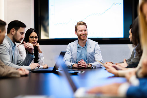 Bild Von Geschäftsleute Treffen Im Konferenzraum Stockfoto und mehr Bilder von Arbeiten