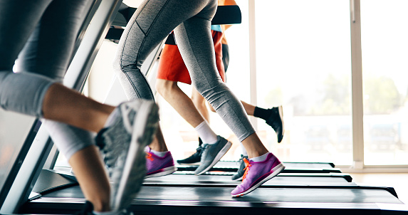 istock Picture of people running on treadmill in gym 879180126