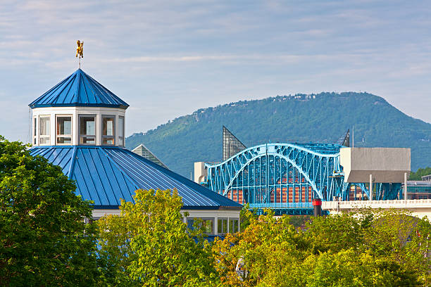 Pictured is the city of Chattanooga View of downtown Chattanooga and Lookout Mountain chattanooga stock pictures, royalty-free photos & images