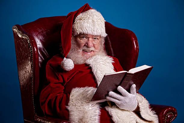 bilder von echten santa claus geflüster - nikolaus geschichte stock-fotos und bilder