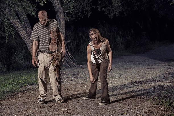 bilder von echten zombies im wald - plants of zombies stock-fotos und bilder
