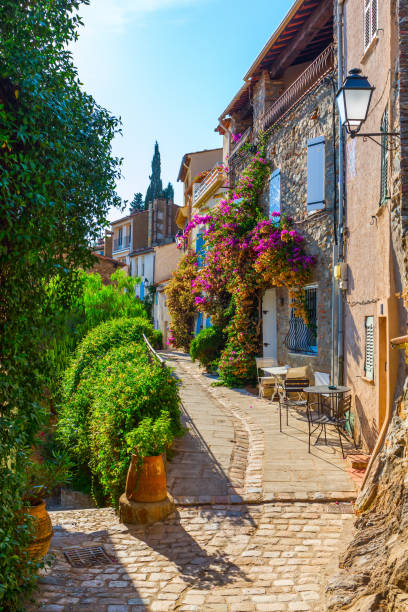 picturesque alley in Grimaud, France picturesque alley in Grimaud, Var, South France var stock pictures, royalty-free photos & images