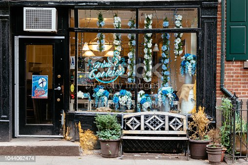 istock Picturesque bakery shop in New York City 1044062474