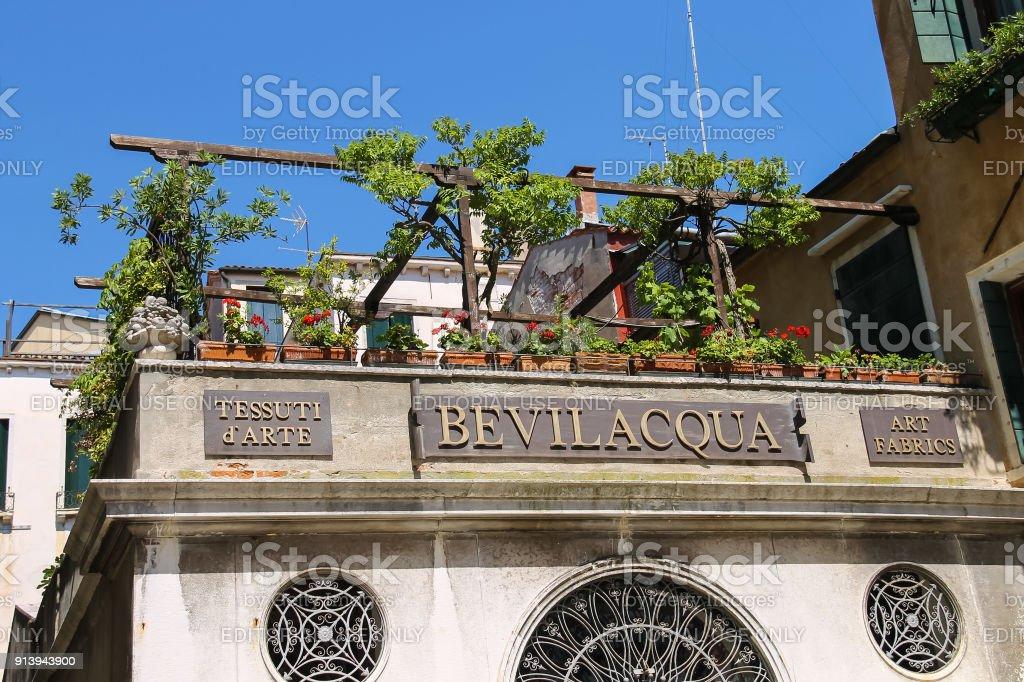 Pittoresque Batiment Avec Des Fleurs Sur La Terrasse Venise Italie