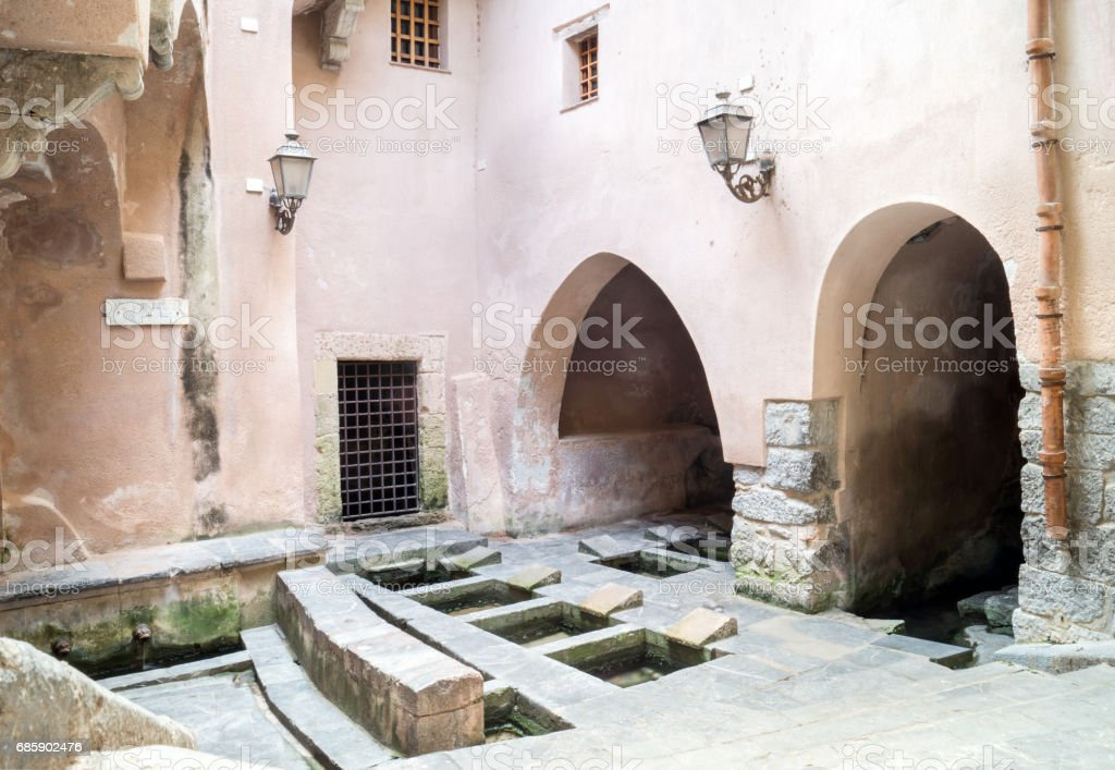 Picturesque cluster of 16th-century wash basins in Cefalu, Sicily - foto stock