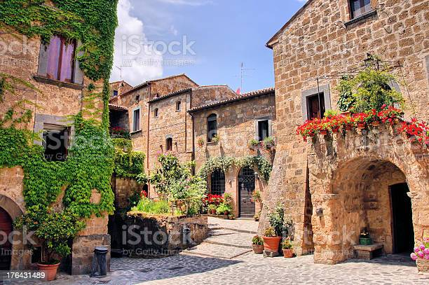 Picturesque corner of a quaint tuscan hill town italy picture id176431489?b=1&k=6&m=176431489&s=612x612&h=2e2vwfvc0vnq cjxazbye8hn3ctvq17sgufgz6kzwia=