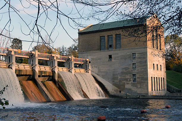Picturesque dam Barton Dam on Huron River in An Arbor ann arbor stock pictures, royalty-free photos & images