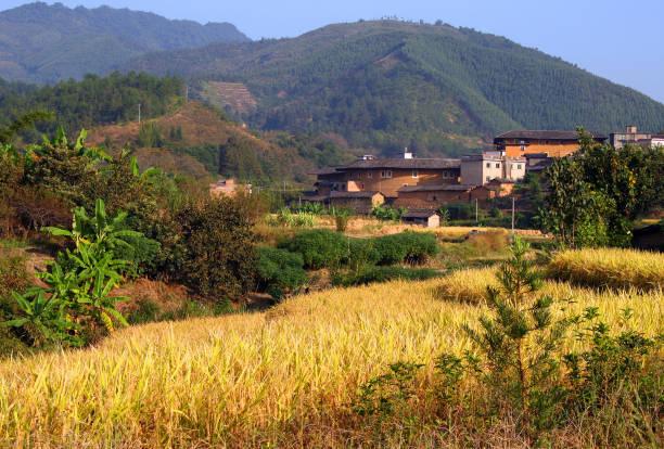 malerische ländliche landschaft im östlichen china, provinz fujian - größte städte der welt stock-fotos und bilder