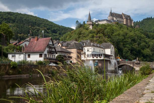 Malerisches Städtchen Vianden und mittelalterliche Burg in Luxemburg, Europa – Foto
