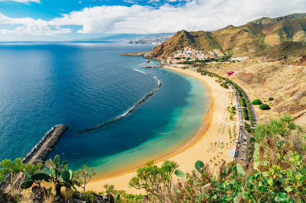picturesque view of playa de las teresitas beach and ocean lagoon - teneriffa urlaub stock-fotos und bilder