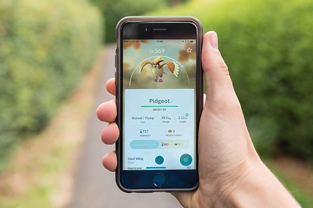 pidgeot, pokemon go, iphone 6 - pflanzen pokemon stock-fotos und bilder