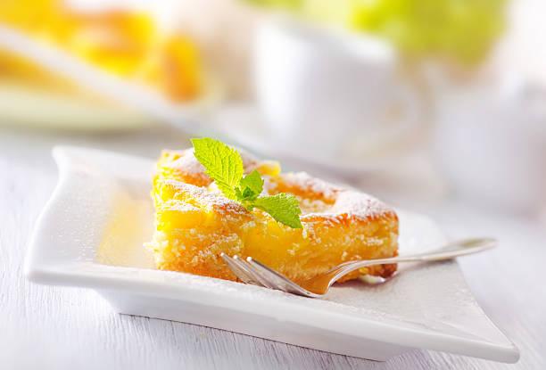 kuchen mit obst - ananaskuchen stock-fotos und bilder