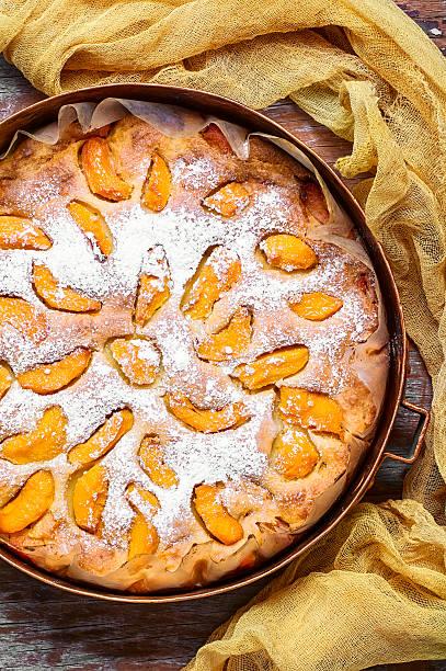 pie with quinces - quittenkuchen stock-fotos und bilder