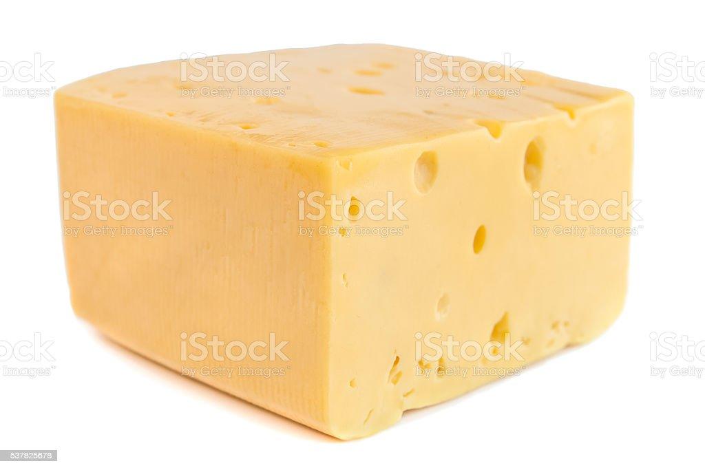 Stück Käse isoliert, auf weißem Hintergrund. – Foto