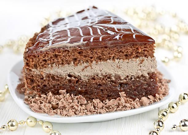 stück schokoladenkuchen - weihnachtlich tiramisu stock-fotos und bilder