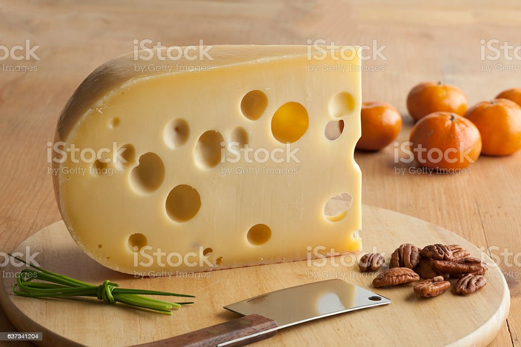 Piece of emmenthaler cheese - foto de stock