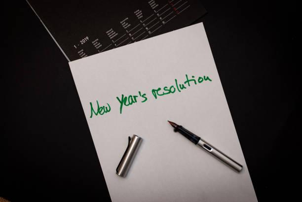 een stuk papier en een kalender voor alle goede dingen voor volgend jaar - 2010 2019 stockfoto's en -beelden