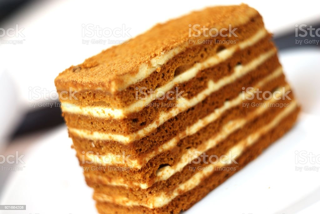 Stuck Russischer Honigkuchen Auf Neutralem Hintergrund Stock