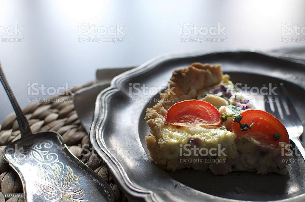Stück Torte auf einem tin plate – Foto