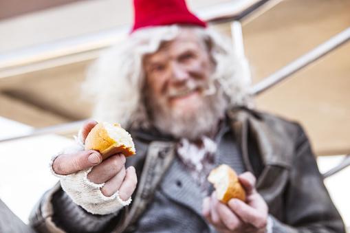 당신에 게 주어 지는 빵의 조각 Charity Benefit에 대한 스톡 사진 및 기타 이미지