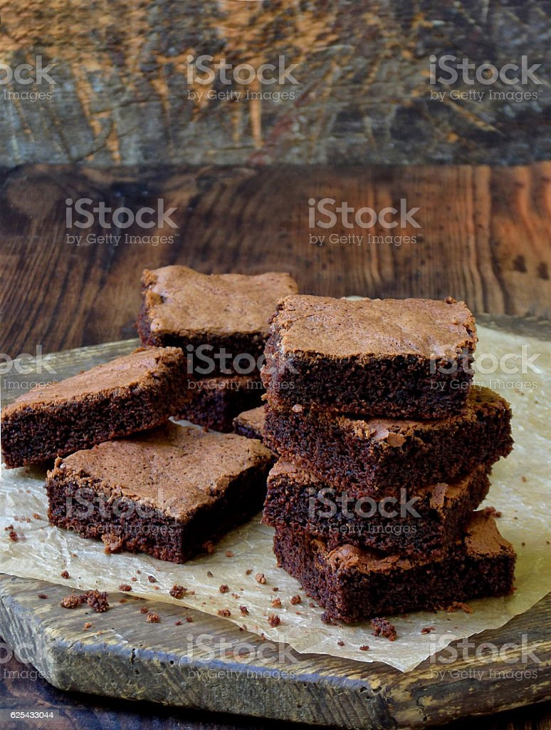 pieces of cake chocolate brownies on wooden background. copy space. - foto de stock