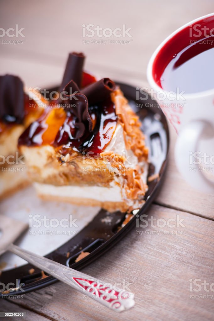 Pieces of cake, metal paddle and cup of tea royalty free stockfoto