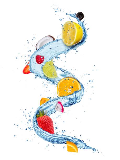 frische früchte in wasser spritzt isolierten auf weißen hintergrund - zitronenspeise stock-fotos und bilder