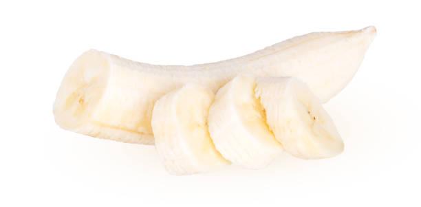 stücke von geschälte banane - bananeneis stock-fotos und bilder