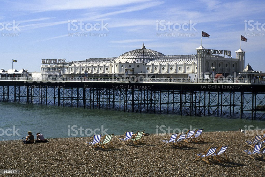 Molo e spiaggia di Brighton, East Sussex, Inghilterra foto stock royalty-free
